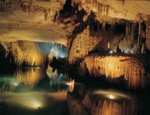 Grotte de Jeita, Nahr al-Kalb Valley, Lebanon dans Splendeur et photos 1335117228_7-300x230